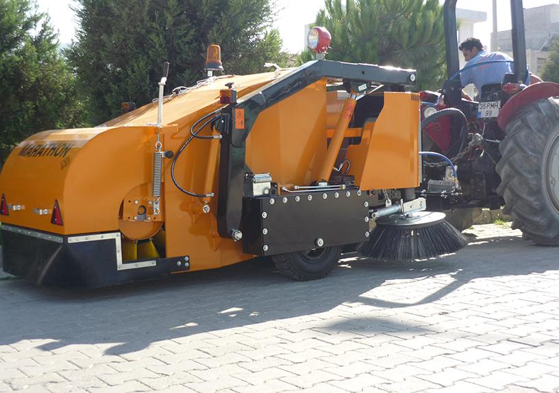 Прицепная подметально – уборочная машина (2000 литров)